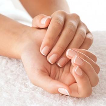 Trucos para conservar tus manos jóvenes
